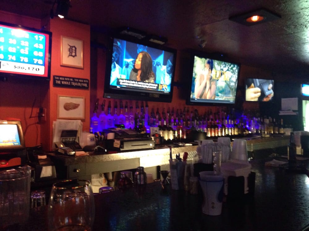 Shot Makers Sports Bar & Grill: 12045 Dix Toledo Rd, Southgate, MI