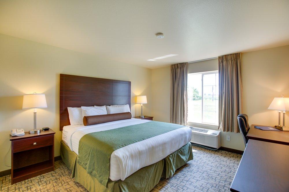 Cobblestone Inn & Suites - Clintonville: 175 Waupaca St, Clintonville, WI