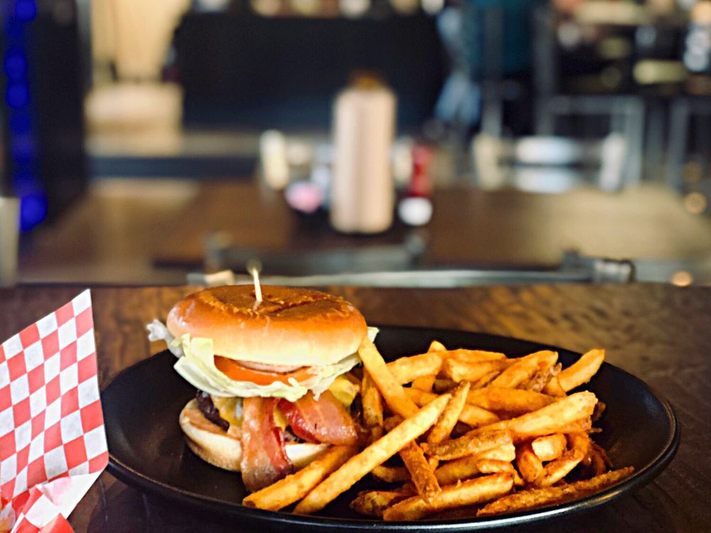 Social Spots from BrewZ Sports Cafe & Grill