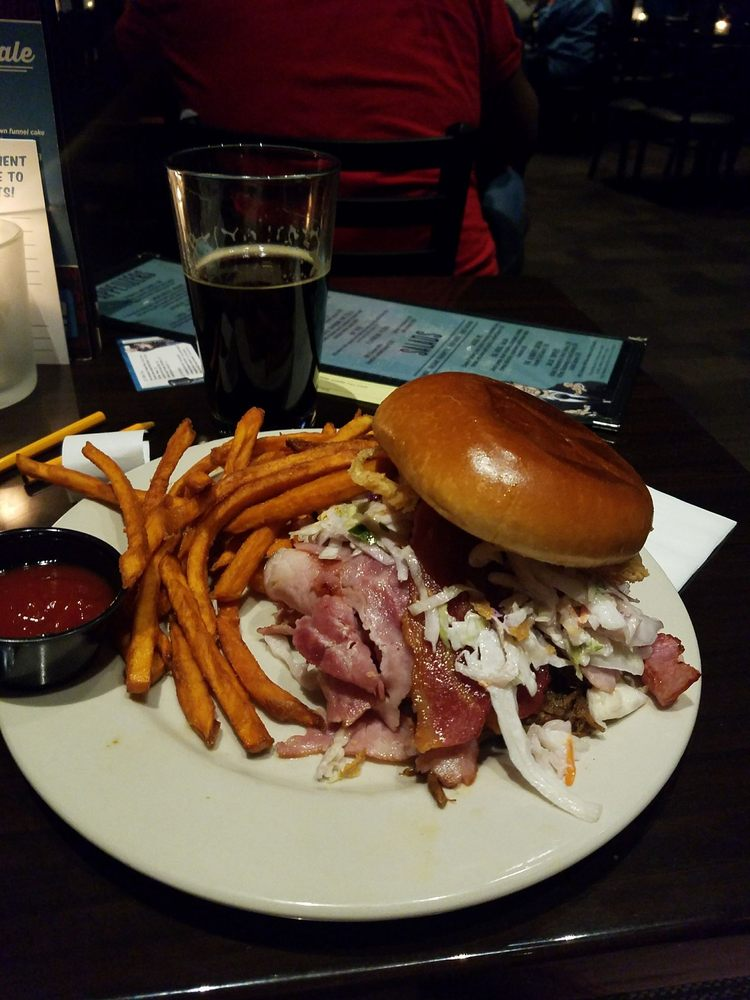 Funny Bone Comedy Club & Restaurant: 1 Crossgates Mall Rd, Albany, NY