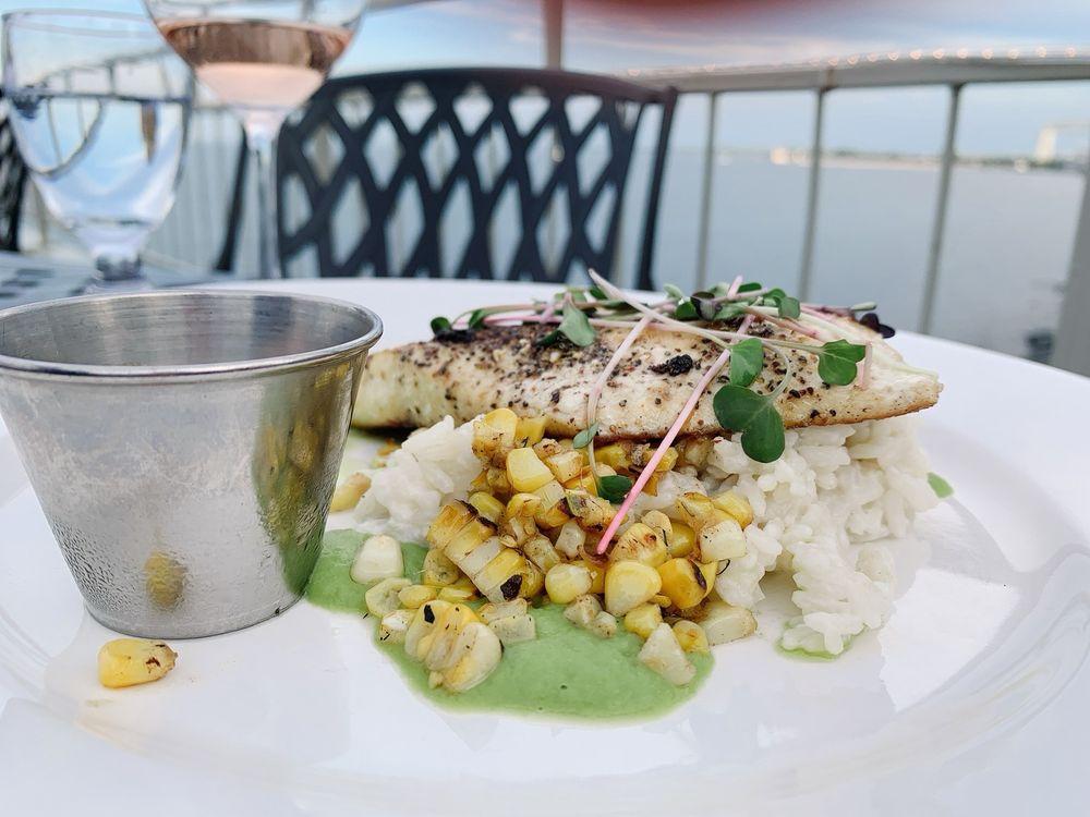 Boat Club Restaurant & Bar: 600 East Superior Str, Duluth, MN