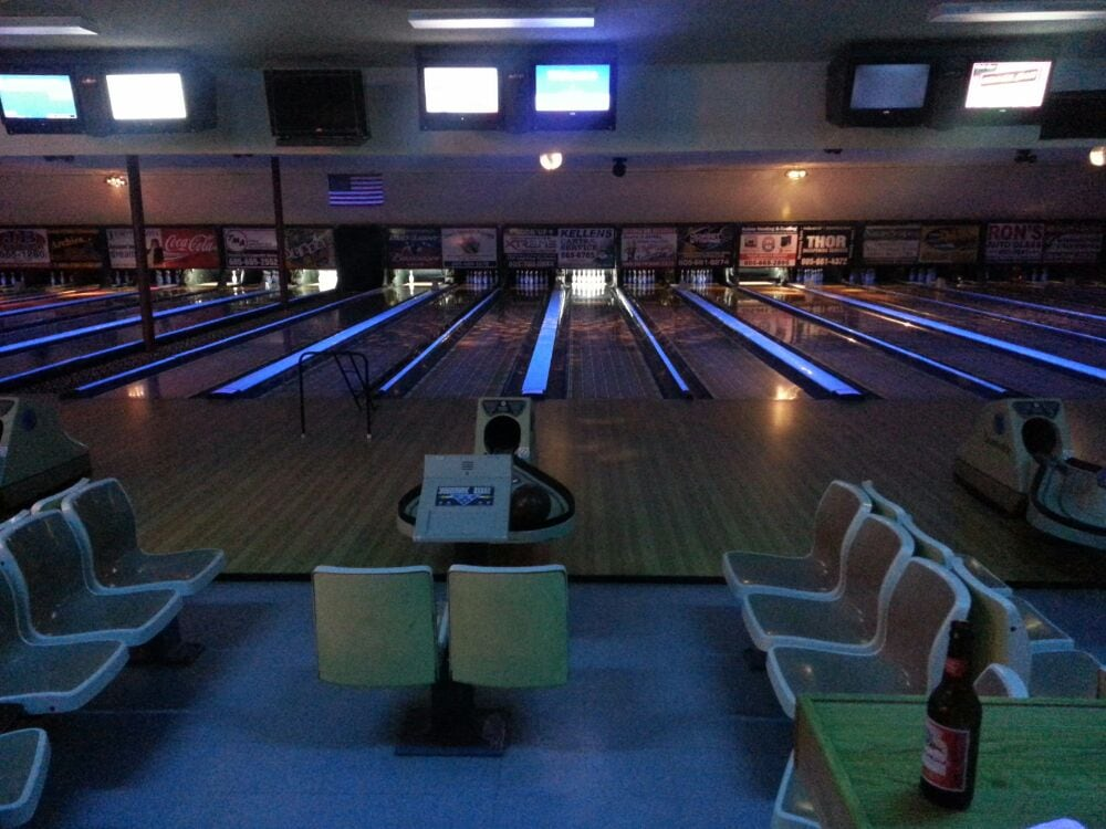 Yankton Bowl Family Fun Center: 3010 Broadway Ave, Yankton, SD
