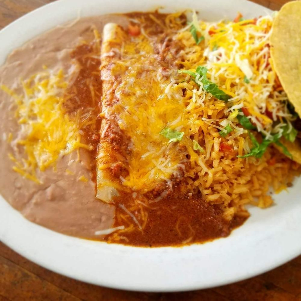 Flores Mexican Restaurant and Bar: 213 W Main St, Marlow, OK