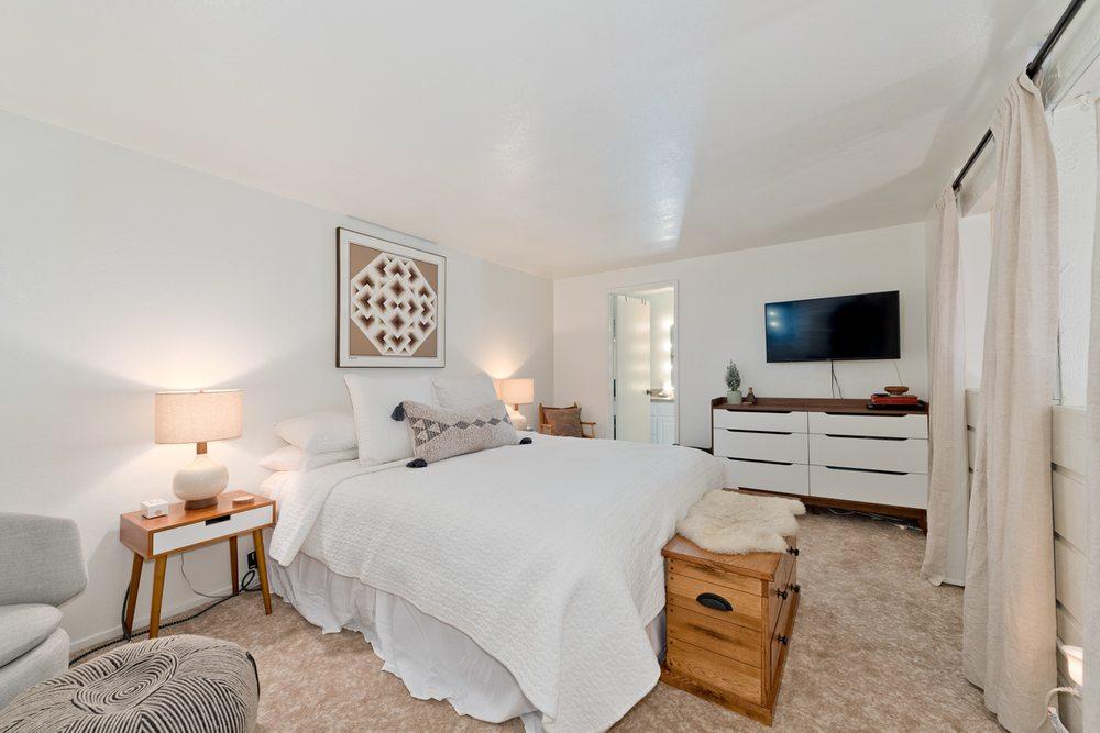 Vanessa Oelke - Mammoth Real Estate Expert: 501 Old Mammoth Rd, Mammoth Lakes, CA