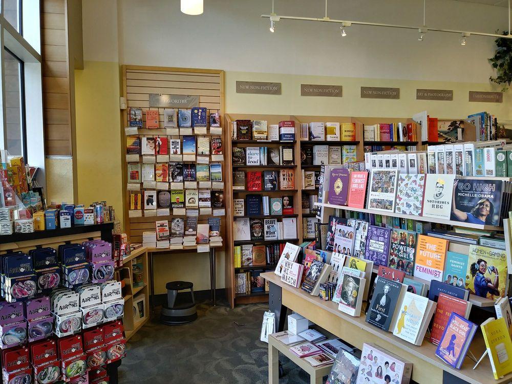 Books Inc: 2251 Chestnut St, San Francisco, CA