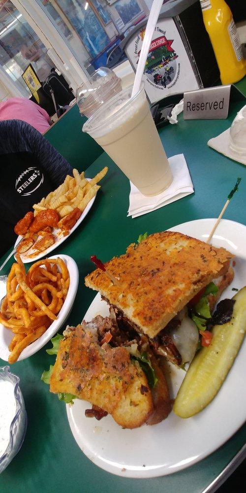 Happy Burger Diner: 5120 California 140, Mariposa, CA