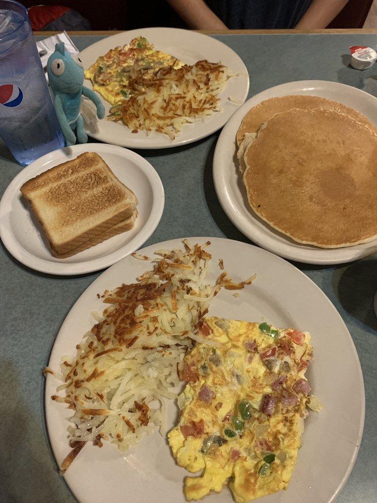 Dino's Dinner: 3027 E 10th, Trenton, MO