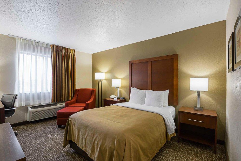 Quality Inn: 404 29th Ave SW, Waverly, IA