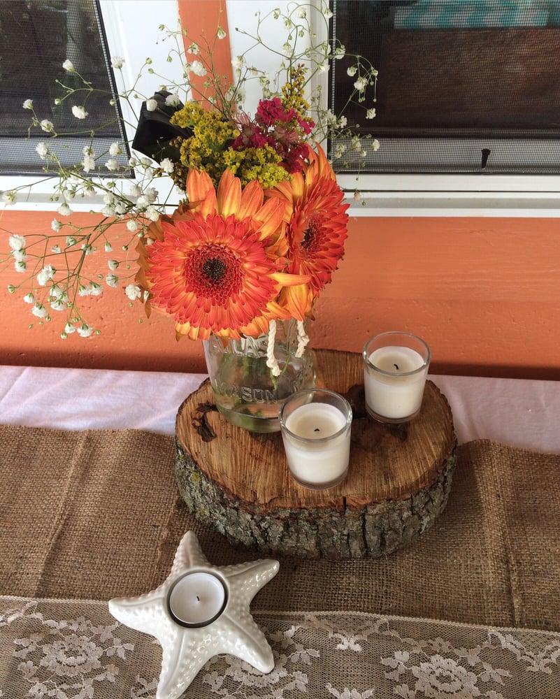 Front Porch Creations Florist: 2481 Crawfordville Hwy, Crawfordville, FL