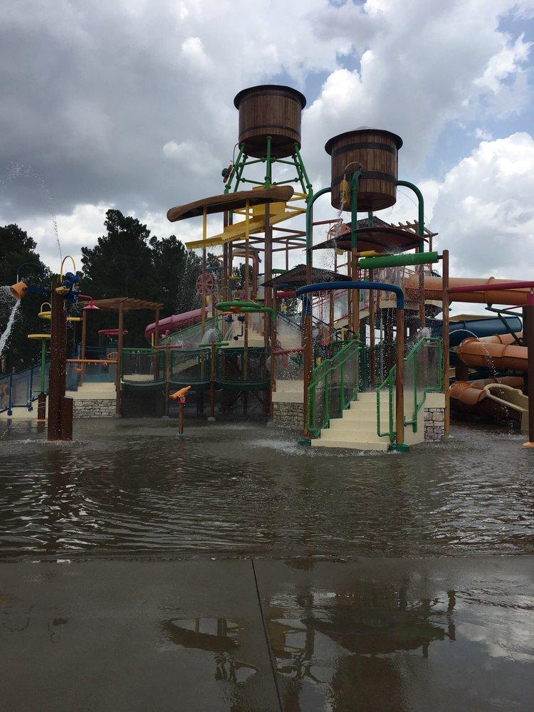 Holiday Springs Water Park: 5501 Crossroads Pkwy, Texarkana, AR