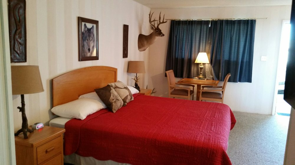 Come enjoy a taste of our beautifully themed rooms yelp for Raton pass motor inn