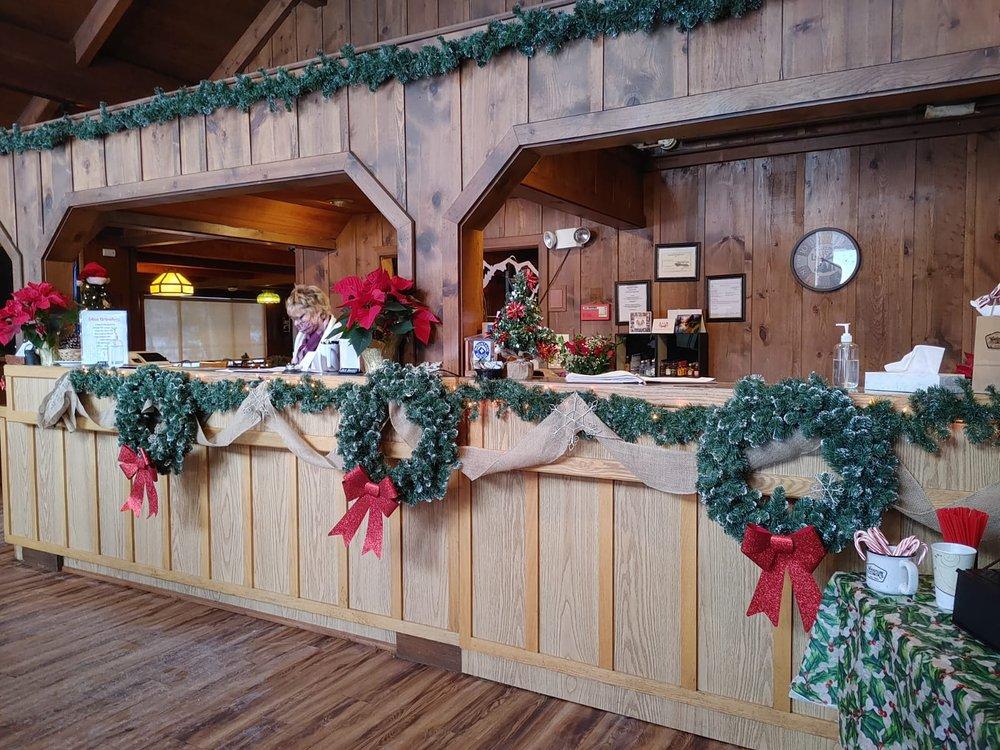 Whistlin' Jack's Lodge: 20800 State Rt 410, Naches, WA
