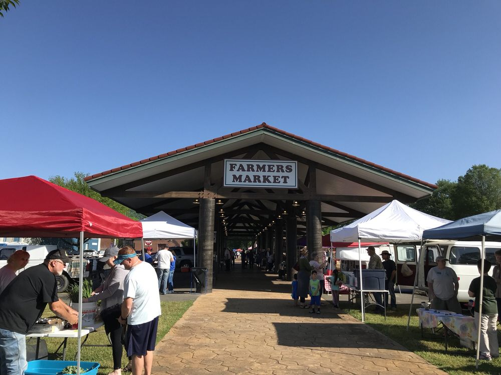 Historic Downtown Hot Springs Farmers Market: 121 Orange St, Hot Springs, AR
