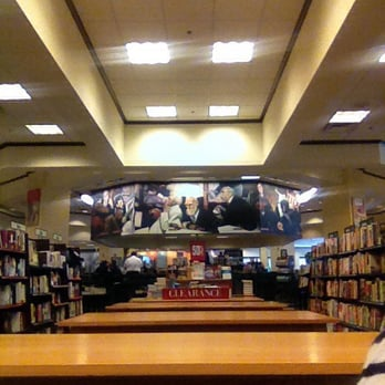 Barnes And Noble Smells Like Coffee