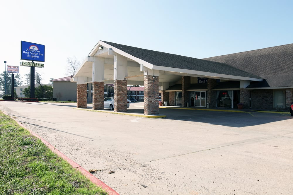 Americas Best Value Inn: 613 Interstate 45 S, Huntsville, TX
