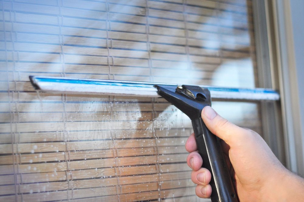 Sparkles Window Washing: 16909 N Bank Rd, Roseburg, OR