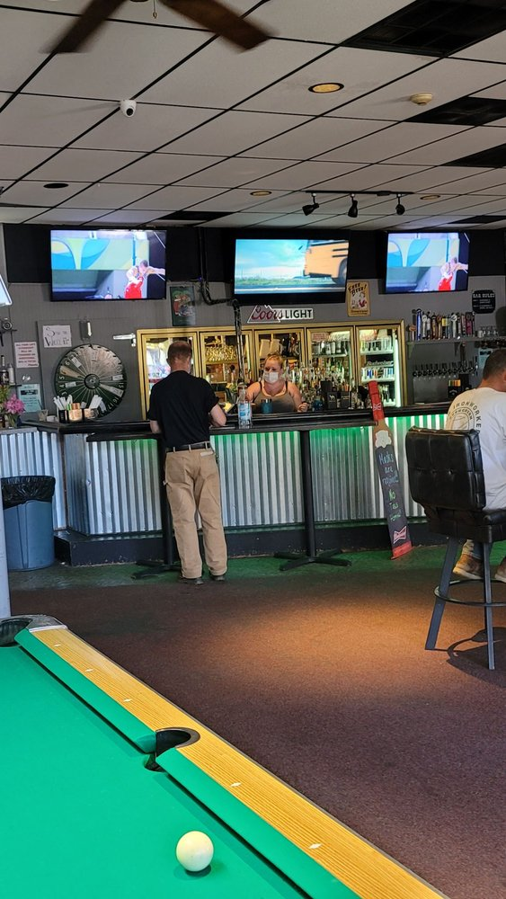The Rec Room Bar and Grill: 14920 WA-99, Lynnwood, WA