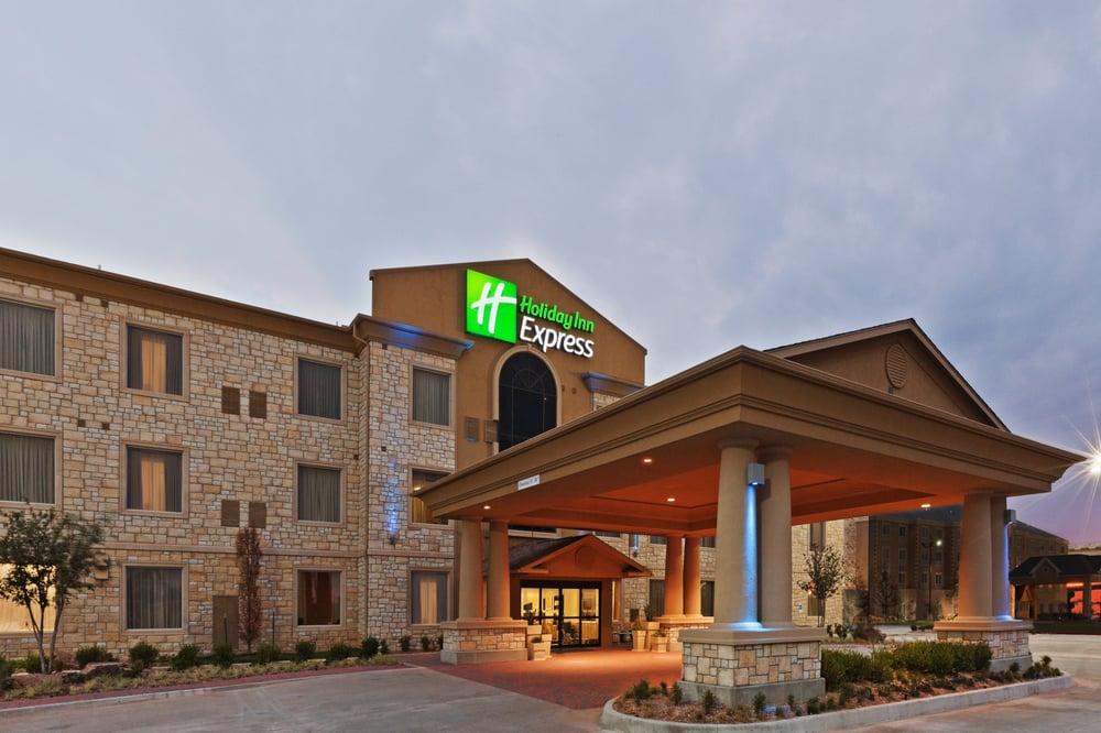 Holiday Inn Express & Suites Oklahoma City Nw-Quail Springs: 3520 NW 135th St, Oklahoma City, OK