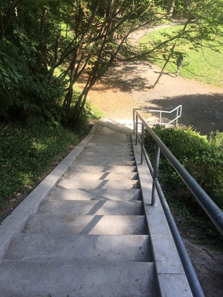 Enatai Neighborhood Park: 10661 SE 25th St, Bellevue, WA