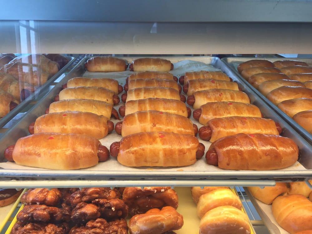 Bea's Donuts: 1710 Ruth St, Sulphur, LA