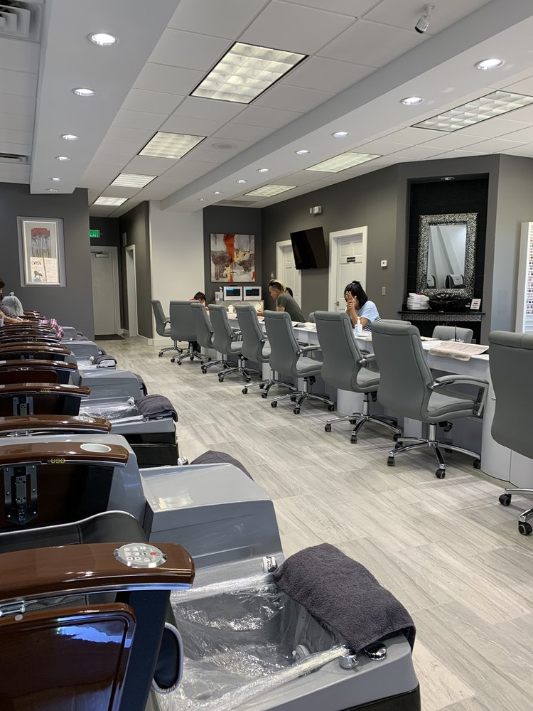 Glo Nail Bar: 918 Woodland Plaza Run, Fort Wayne, IN