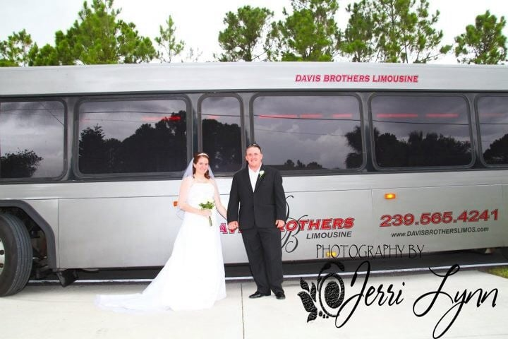 Davis Brothers Limos and Buses: 21971 N River Rd, Alva, FL