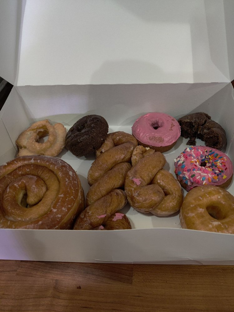 Old Fashion Donuts: 1322 10th St, Floresville, TX