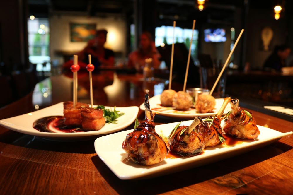 Square 22 Restaurant and Bar: 13485 Pearl Rd, Strongsville, OH