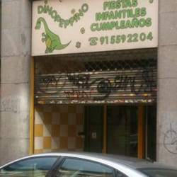 Juguetes Los Alcalá Calle Tiendas Màrtires Dinopeppino De 0ONnm8vw