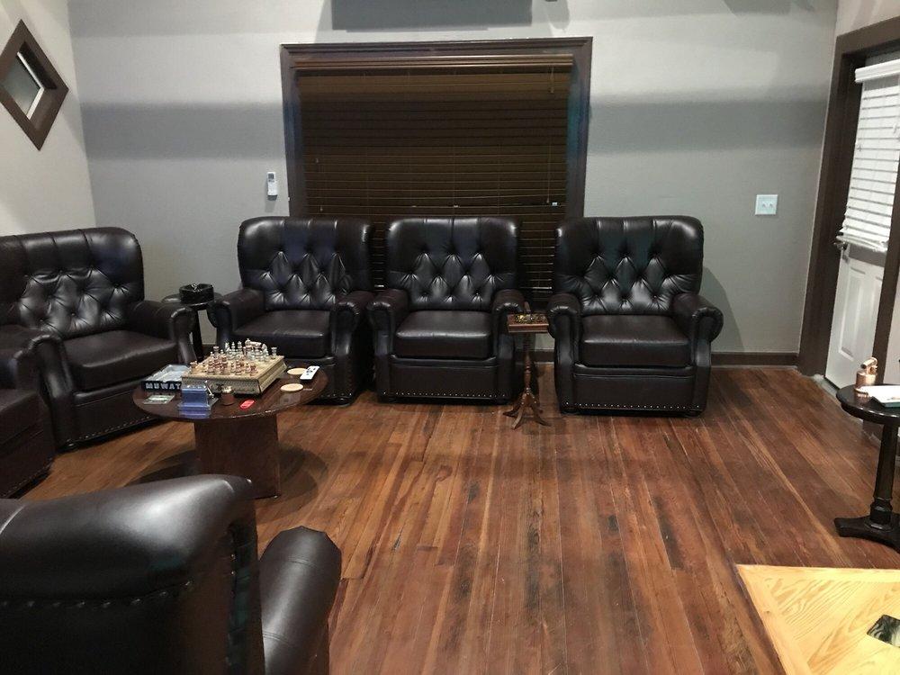 Apex Cigar Lounge