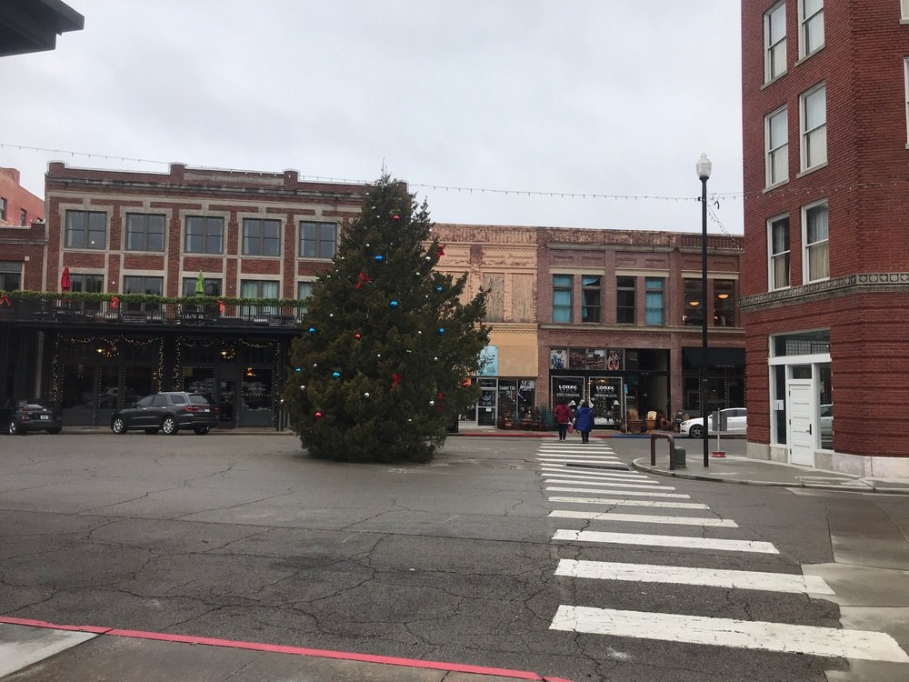 Townmaker Square: 519 Kihekah Ave, Pawhuska, OK