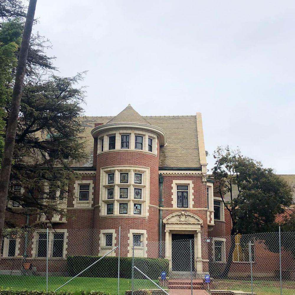 Murder House: 1120 Westchester Pl, Los Angeles, CA