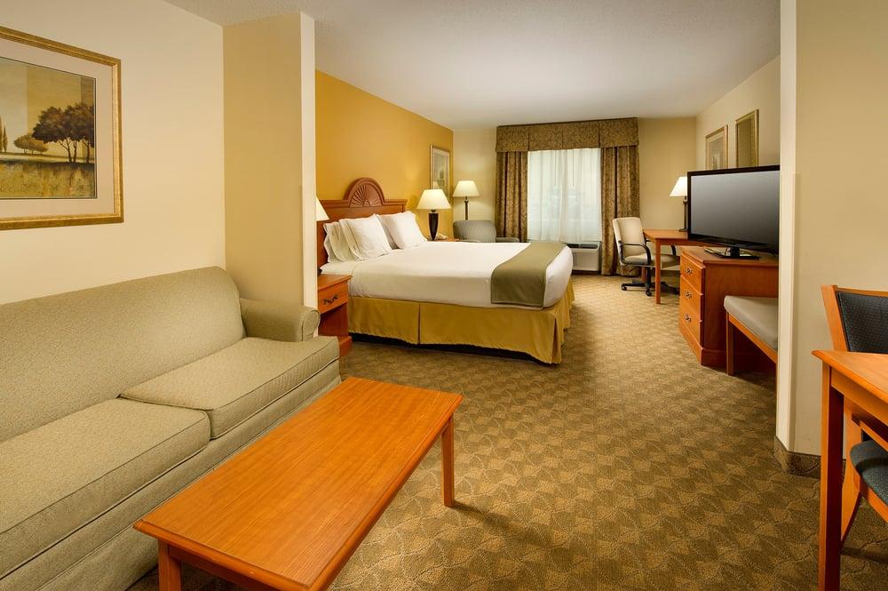 Holiday Inn Express & Suites Caryville: 154 John Mcghee Blvd, Caryville, TN