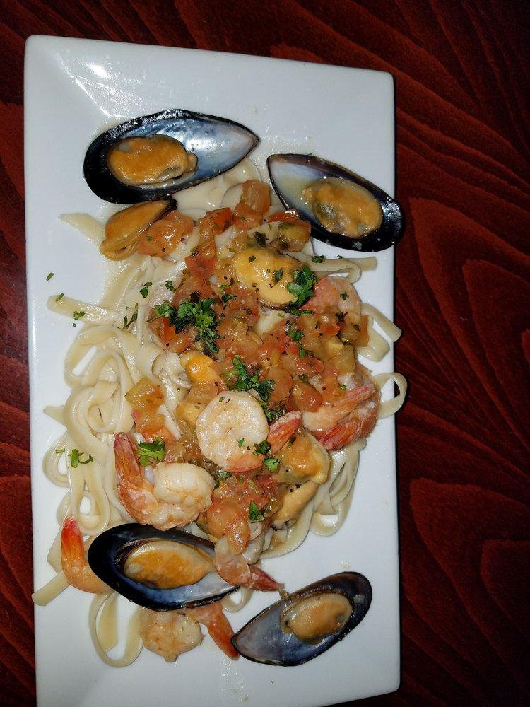 Gavelstone Bar and Grill: 303 S Michigan Ave, Kenilworth, NJ