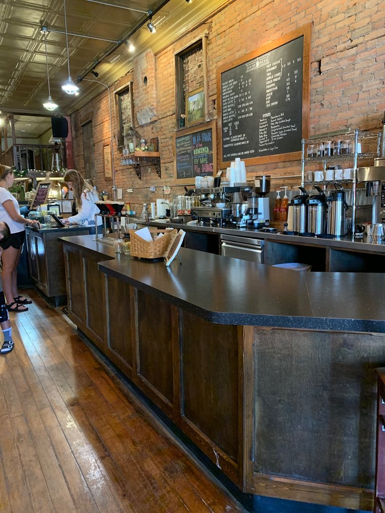Lantern Coffeehouse & Roastery: 304 9th St, Sibley, IA