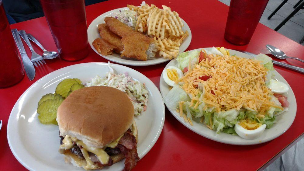 Cornstalk Cafe: 103 N Willow Rd, Missouri Valley, IA