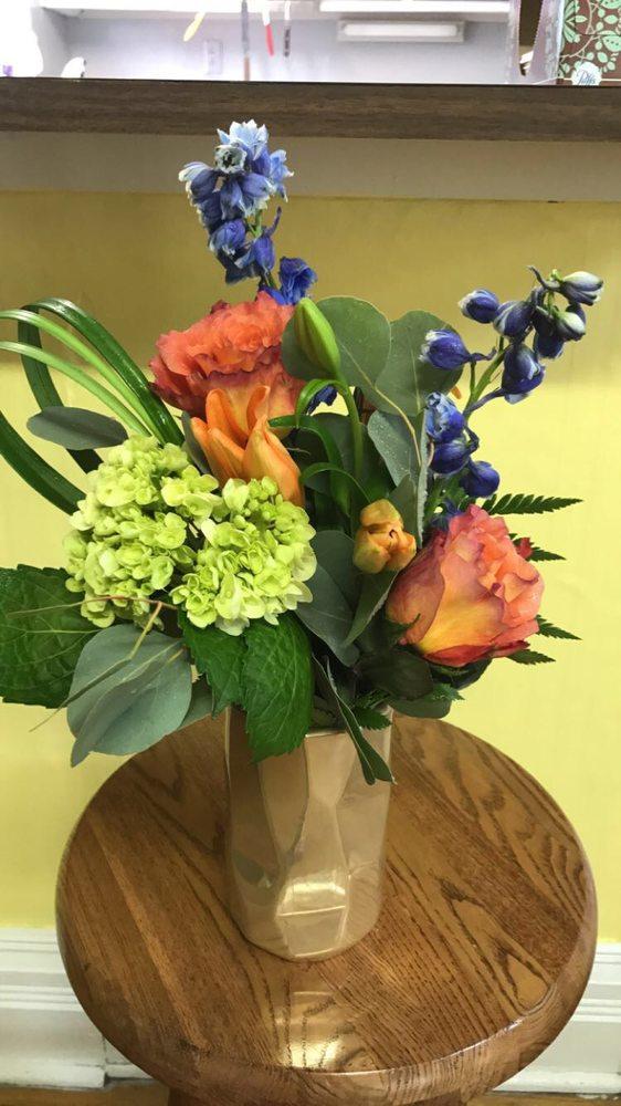 Flowers on Fourth: 16 1st St NW, Hampton, IA