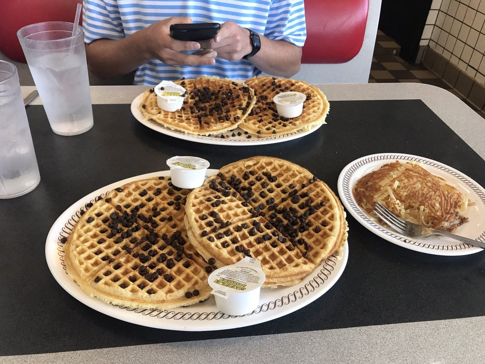 Waffle House: 4 North 130th St, Bonner Springs, KS