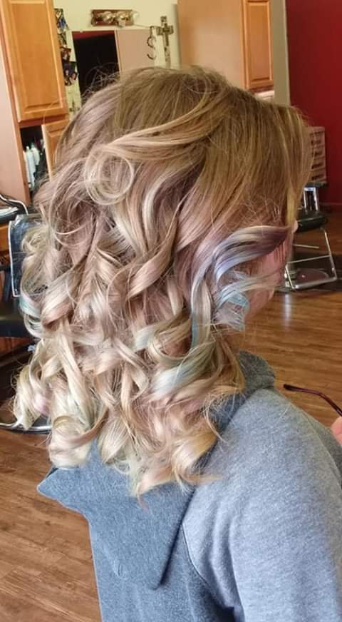 Natural Look Hairstyling & Nail Design: 136 W Main St, Purcell, OK