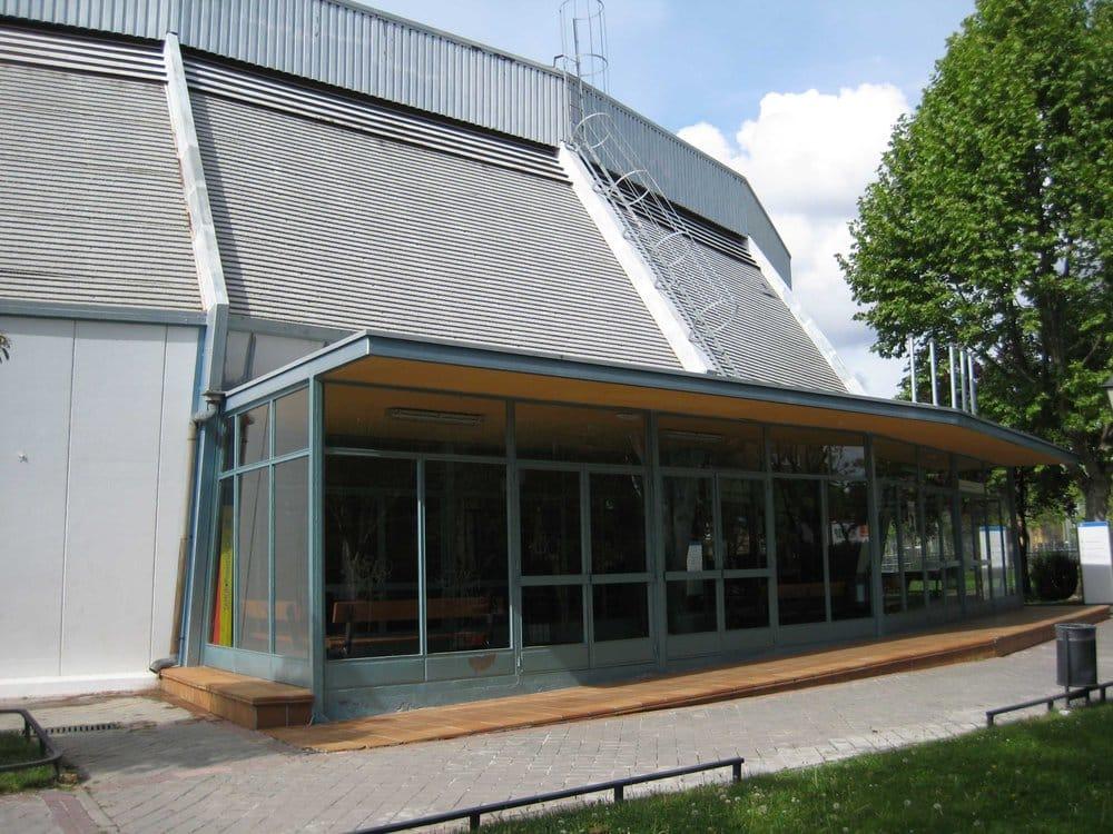 Centro deportivo municipal aluche piscinas avenida del for Piscina municipal aluche