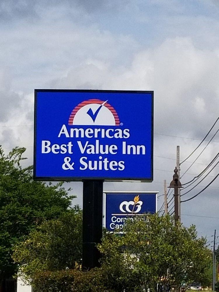 Americas Best Value Inn & Suites Bastrop: 2130 E Madison Ave, Bastrop, LA