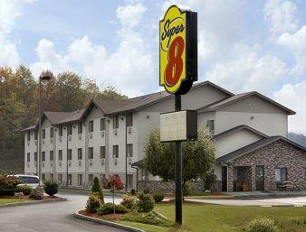 Super 8 by Wyndham Altoona: 3535 Fairway Dr, Altoona, PA