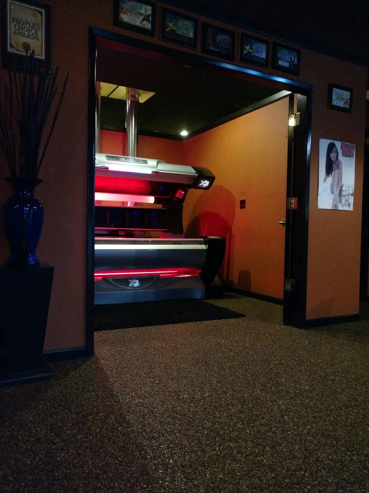 A touch of gold tanning salon solarier 1127 n willow for A touch of gold tanning salon