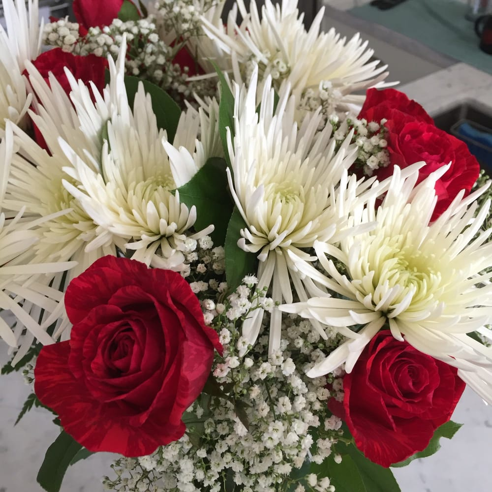 An amazing bouquet to go yelp photo of francos flowers encinitas ca united states an amazing bouquet to izmirmasajfo