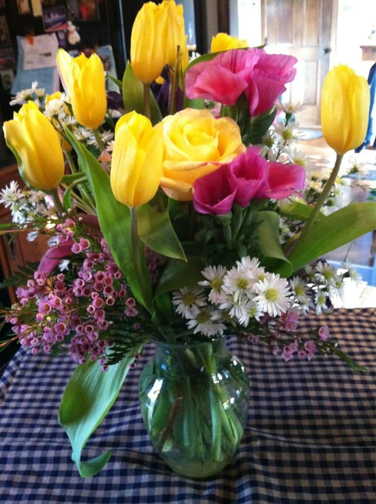 Raymond Village Florist: 1261 Roosevelt Trl, Raymond, ME