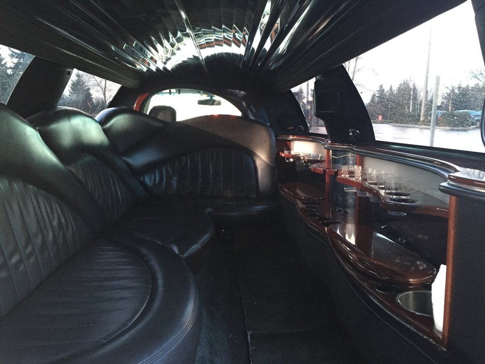 Everett Limo: 2415 40th St, Everett, WA