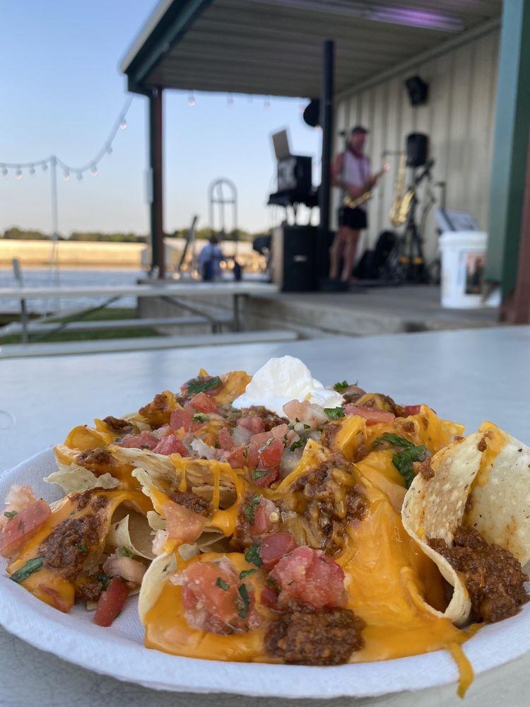 The Lake Grill at Lake Palestine Resort: 8900 Ruby Ln, Frankston, TX