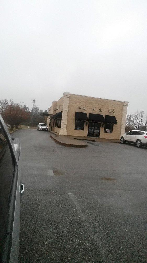 Canecutters Smokehouse & Grill: 606 US Hwy 80 W, Demopolis, AL