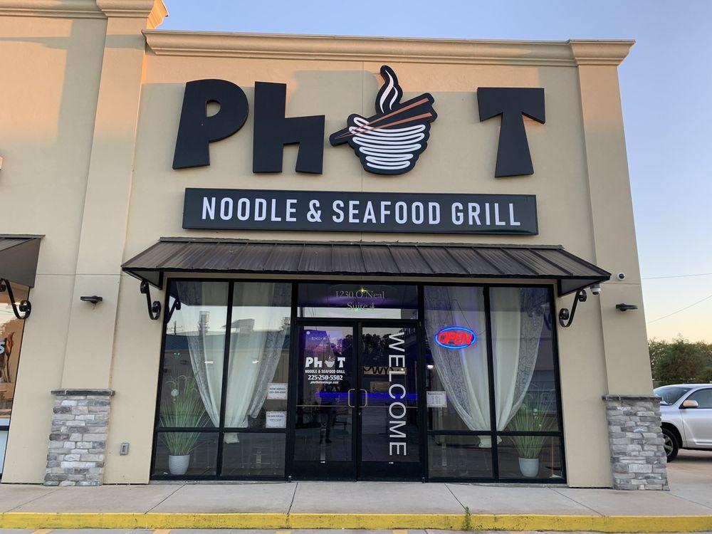 Phot Noodle & Seafood Grill: 1230 O'Neal Ln, Baton Rouge, LA