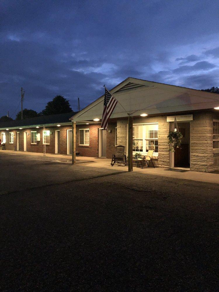 Aldeco Motel: 1200 Park Ave, New Matamoras, OH